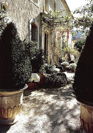 Boiserie c arredamento stile provenzale grigio miele for Esterno di case in stile spagnolo