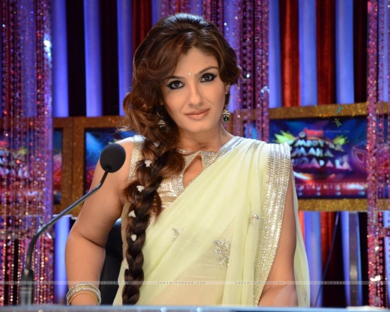 Bollywood Celebrities Raveena Tandon Hot, Sexy Wallpapers-8173