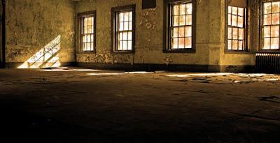 ruangan cahaya redup