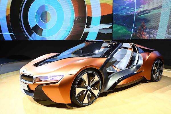 圖說:今年滿100歲的BMW,在台展示新世代科技概念車i Vision Future Interaction。(圖片來源:蔡仁譯攝影)