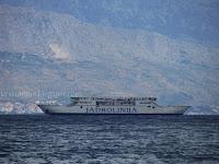trajekt Tin Ujević čeka ispred luke Supetar slike otok Brač Online