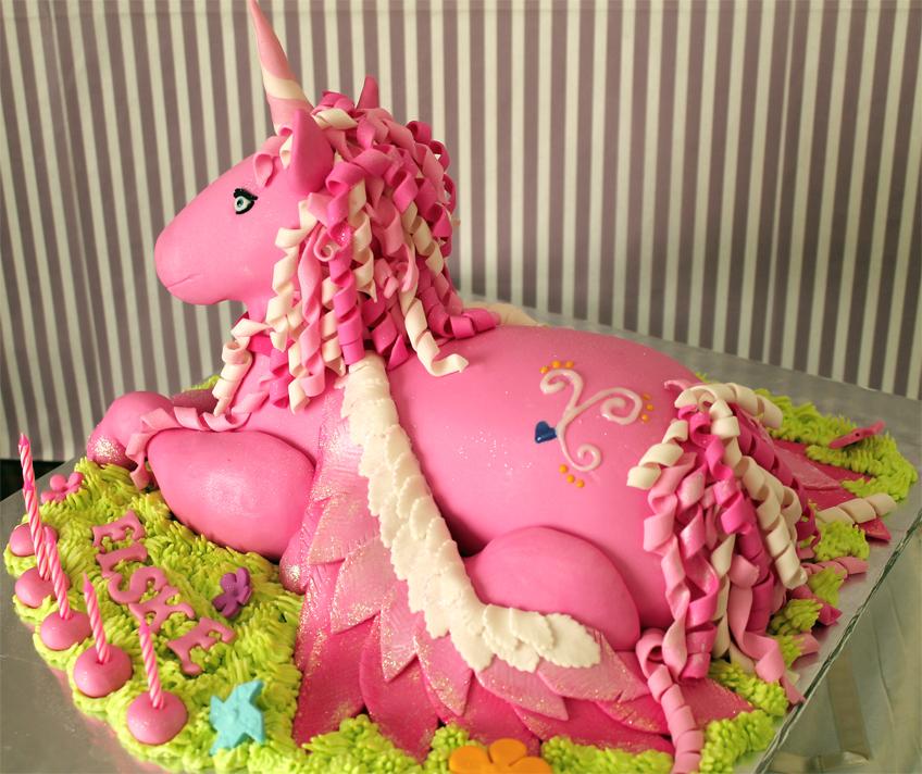 Delana's Cakes: 3D Unicorn Cake