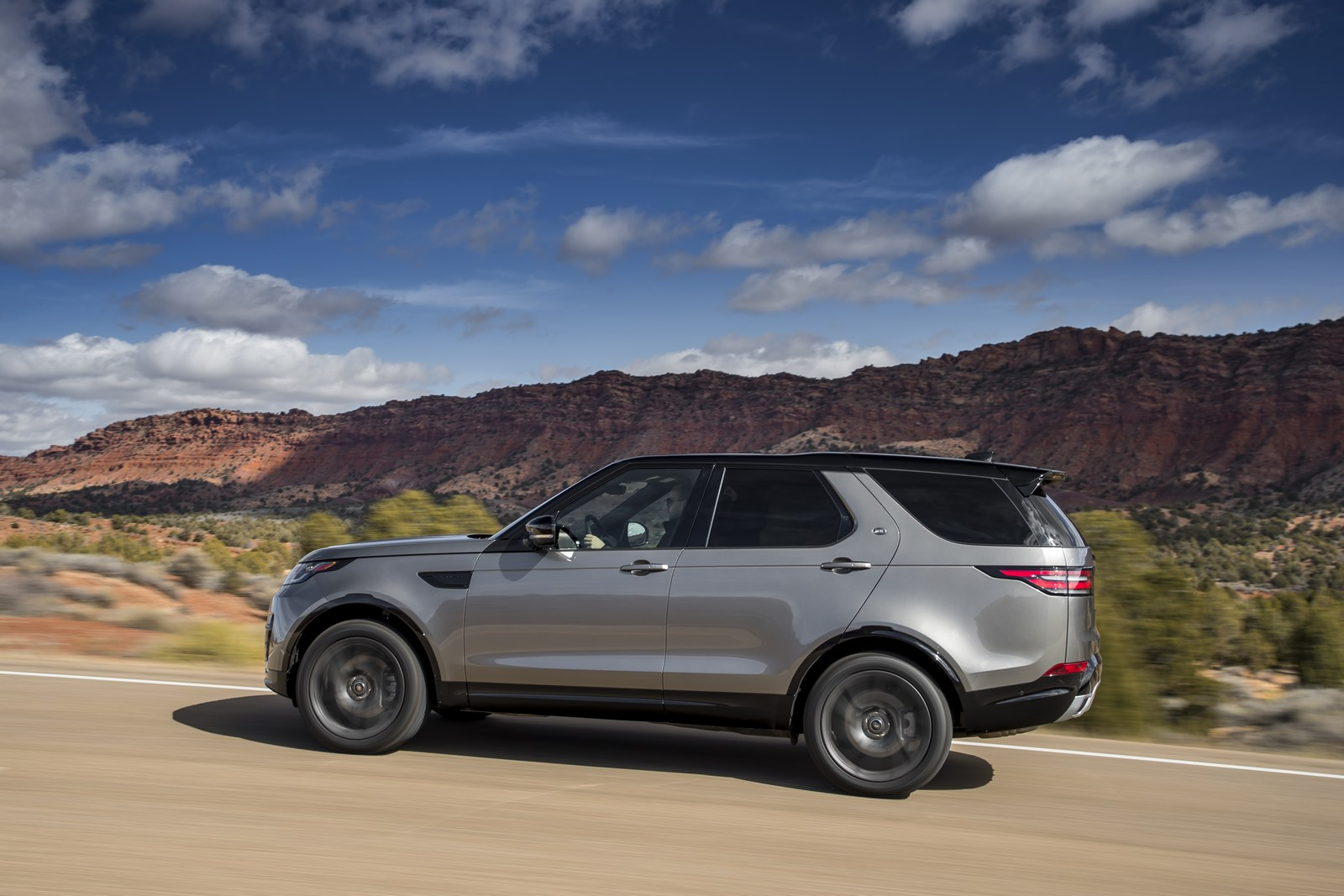 land rover eyeing more car like vehicles possible new discovery model. Black Bedroom Furniture Sets. Home Design Ideas