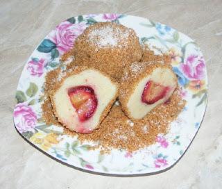 galuste cu prune, deserturi cu fructe, dulciuri cu fructe, prajituri cu prune, retete culinare, reteta prune in aluat din faina si cartofi,