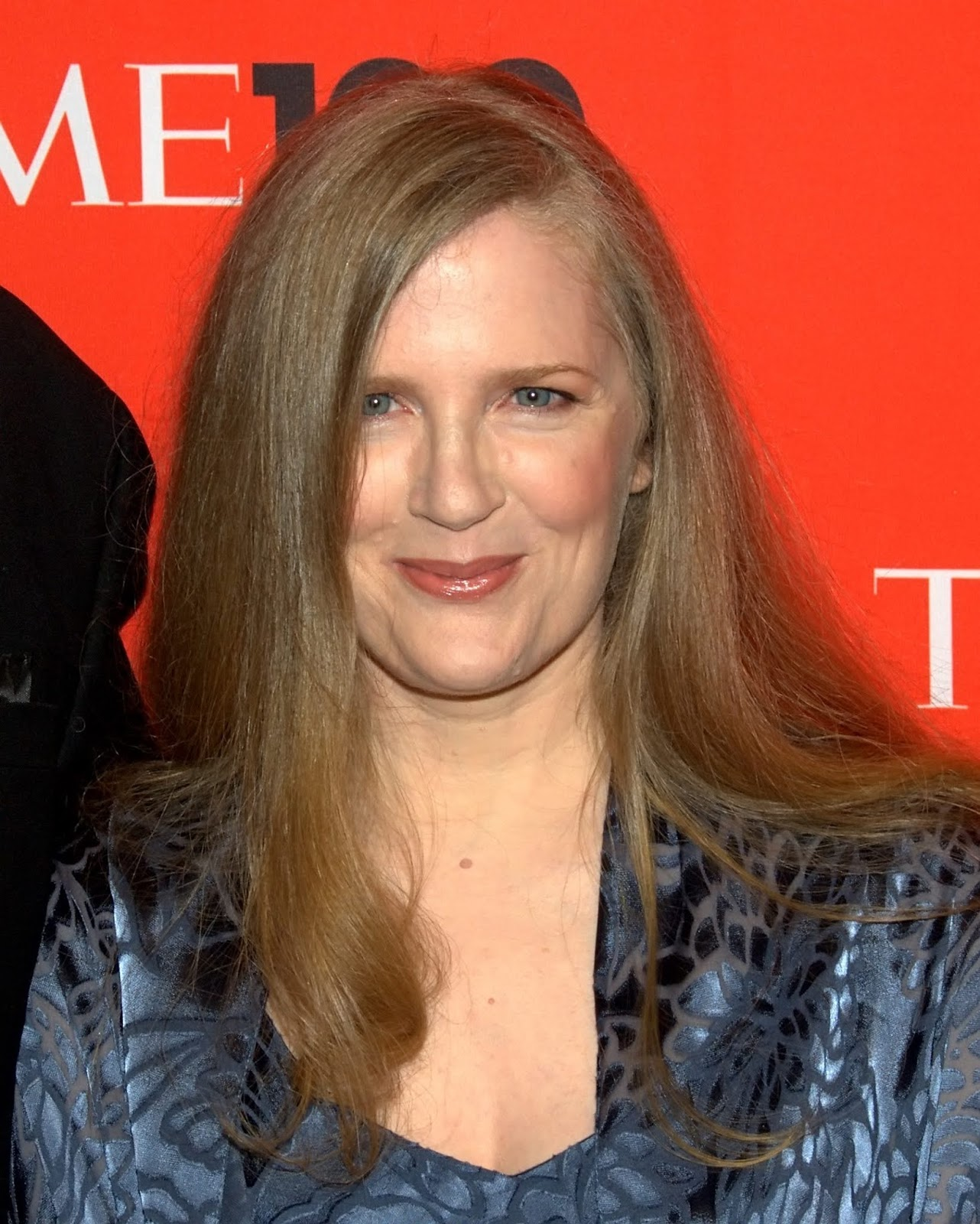 suzanne collins,suzanne,collins,suzanne collins (author),the hunger games suzanne collins,the hunger games by suzanne collins,suzanne collins reading the hunger games,hunger games,games,hunger,judy collins,suzanne (composition),mockingjay,katniss,reading,sanne,the hunger games,underland chronicles,books,book,review,the hunger games (book),en llamas,catching fire,catching,scholastic