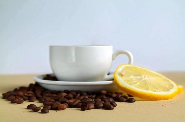 Pui zeamă de lămâie în cafea? Iată ce trebuie să știi despre asta, Critic National