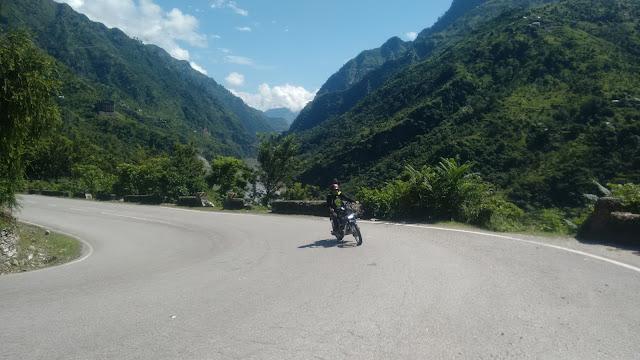 Biker riding to naggar castle in kullu district through loopy roads