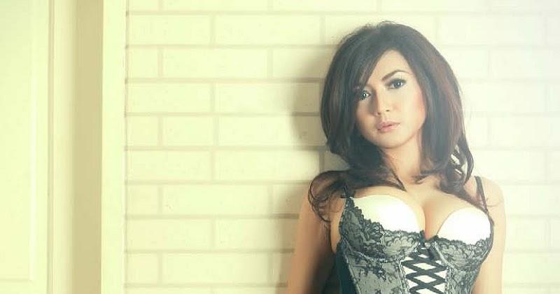 Koleksi Foto Wiwid Gunawan: Koleksi Foto Hot Dan Seksi Wiwid Gunawan (7)