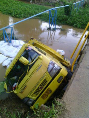 "Jembatan Ketapang II ""Makan Korban"""