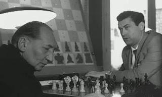 Partida de ajedrez Eric Eliskases vs. Román Torán en el I Torneo Internacional de Ajedrez Costa del Sol 1961