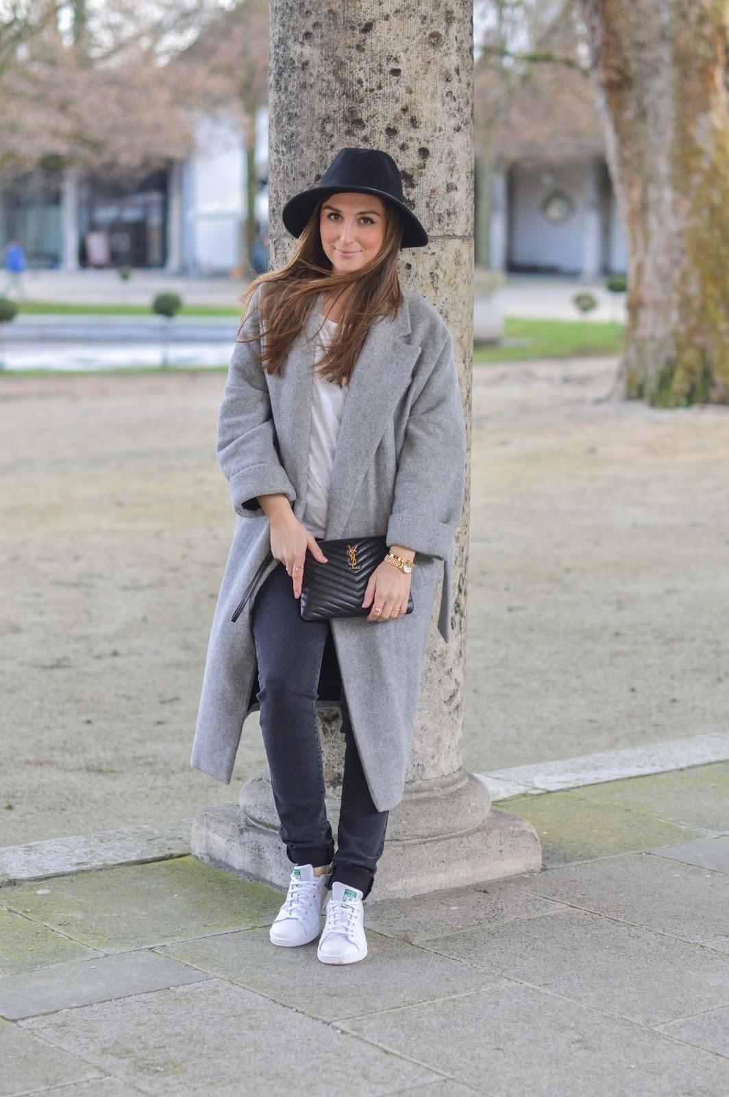 Mantel blogger style