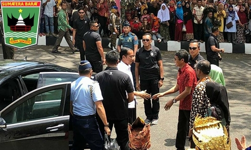 Gubernur Irwan Kedatangan Presiden Jokowi di Gor Batu Batupang