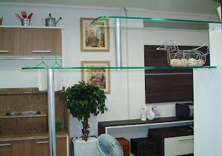 foto de prateleiras decorativa para sala