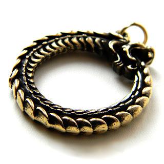 купить амулет уроборос змея поглощающая свой хвост оберег из бронзы