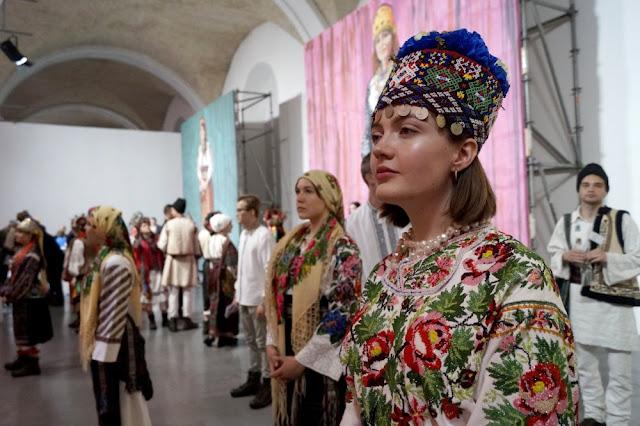 Українські амазонки дефілювали у дизайнерських вишиванках