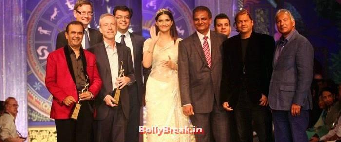 India International Jewellery Week 2014 - Grand finale, Sonam Kapoor Pics in White Saree - IIJW Finale 2014