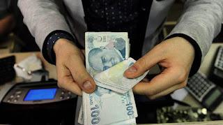 انهيار العملة التركية بعد فرض واشنطن عقوبات على وزيرين تركيين