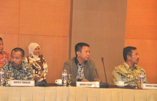 Bupati Selayar, Hadiri RUPS BPD Sulselbar Di Makassar
