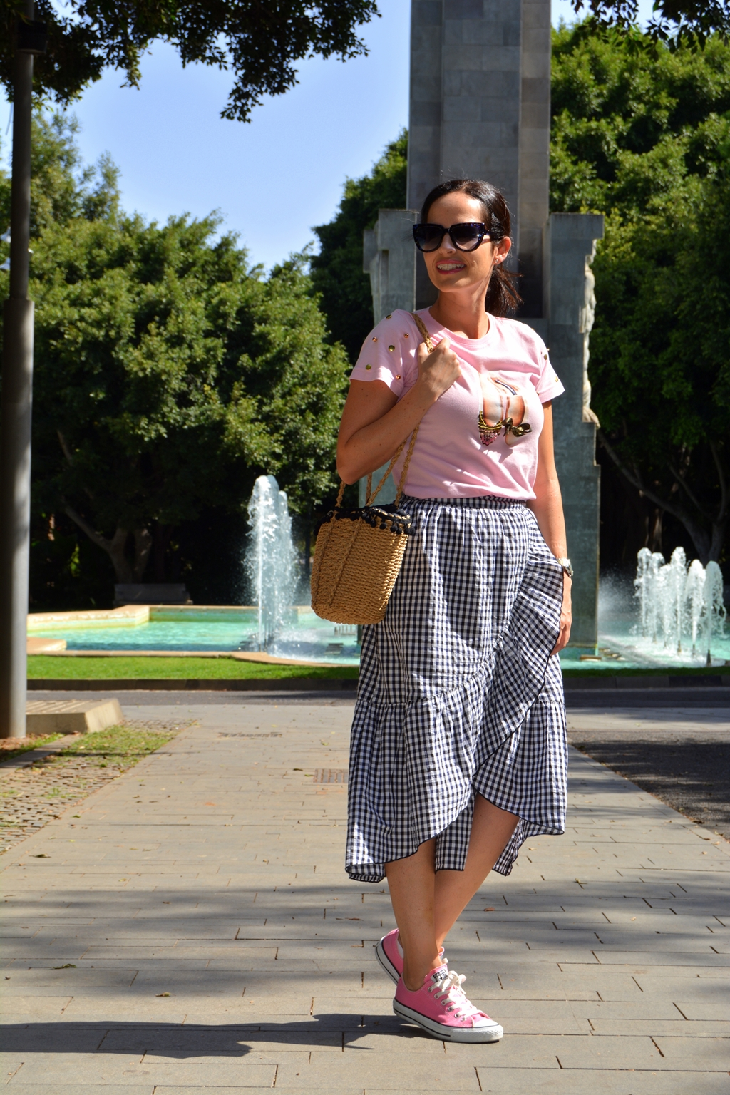 mango-vichy-trend-skirt-converse-comfy-outfit