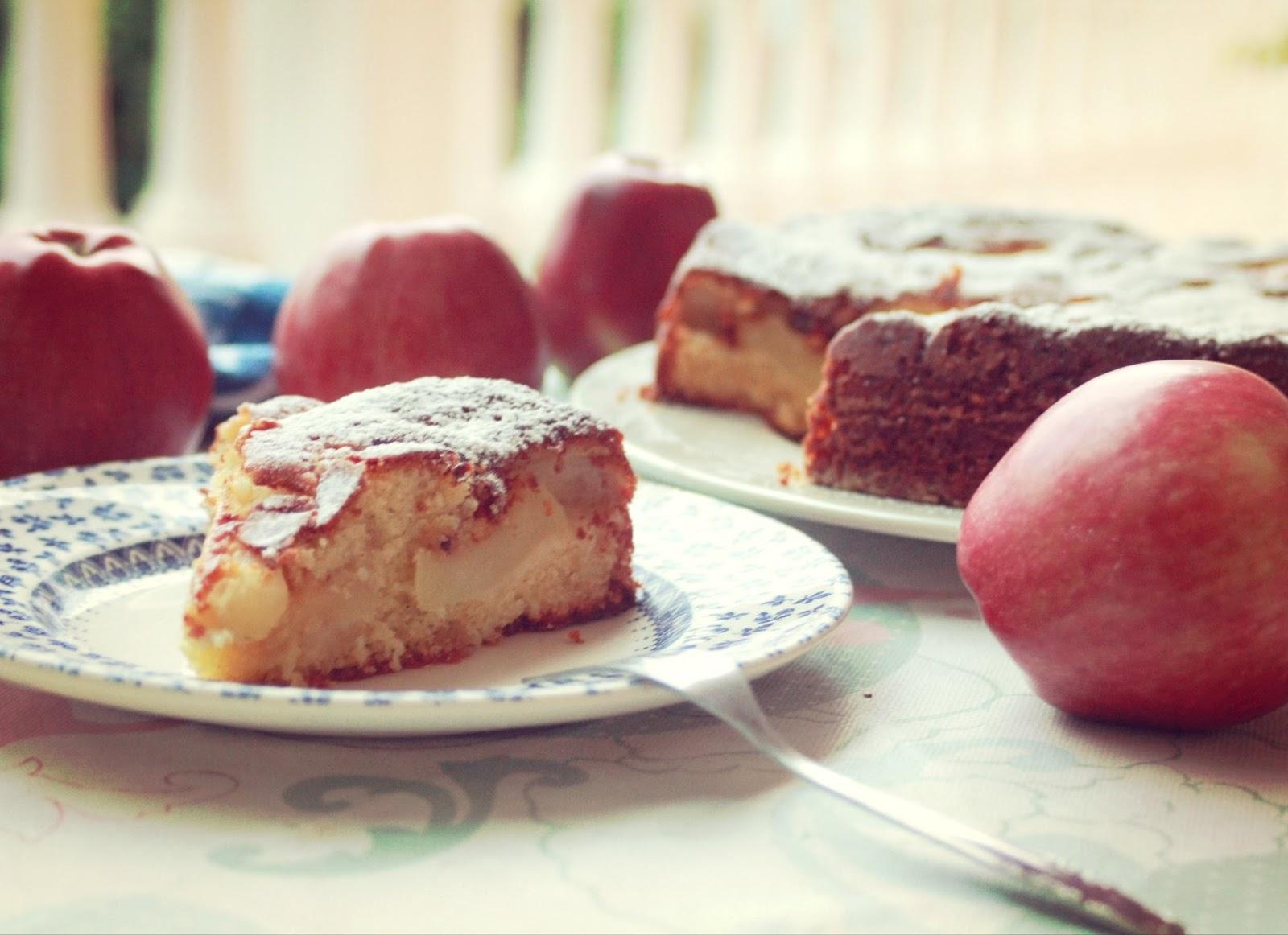 Trozo de bizcocho de manzana, receta en Lelleco blog