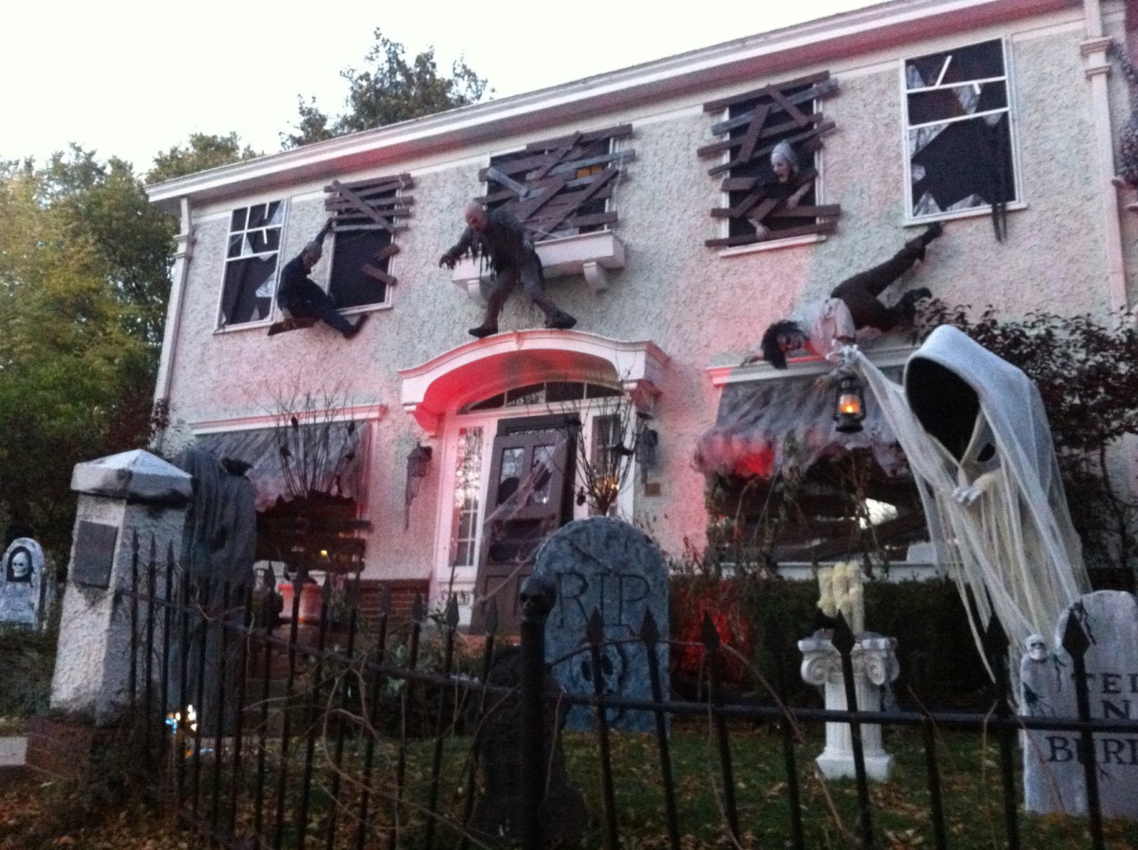 Halloween haunted house decoration ideas 2017 and images for Good themes for a haunted house