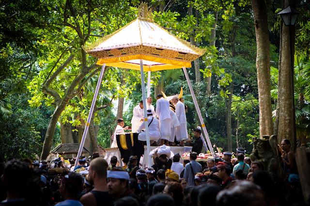 Cerimonia cremazione nella Monkey Forest, Ubud-Bali