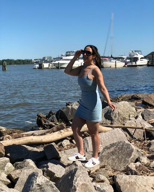 زينة الالوسي بإطلالة بحرية بأقصر فستان