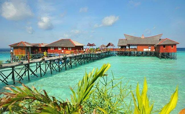 www.xvlor.com Maratua is U-shaped island for perfect snorkeling and diving paradise