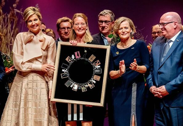 Princess Beatrix also attended the award ceremony. Prince Bernhard Culture Fund Prize to Dutch Mill Association