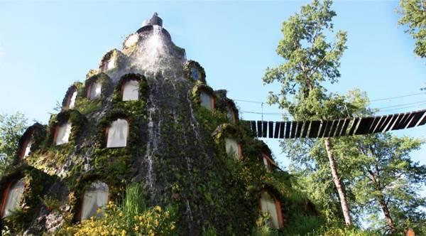 فندق داخل بركان تنبثق منه المياه image010-739156.jpg