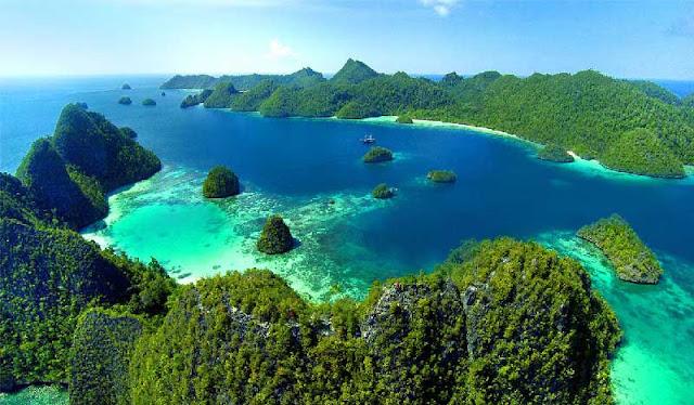 Pesona Wisata Kepulauan Raja Ampat Papua