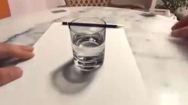 Lo que vez aqui no es en realidad un vaso de vidrío con agua