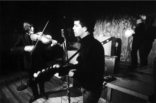 John Cale, Lou Reed and Maureen Tucker at Cafè Bizarre. Foto di Adam Ritchie