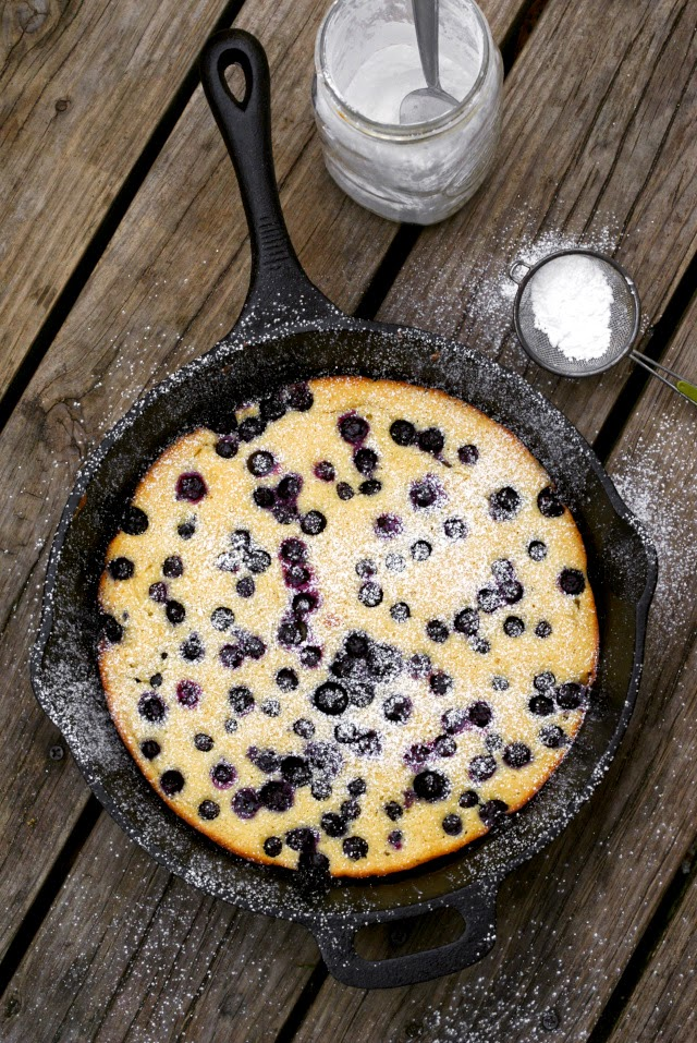 Oven-Baked Blueberry Pancake | thetwobiteclub.com