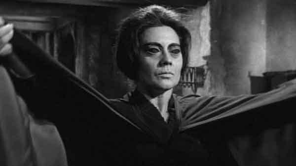 Rita Macedo en una secuencia de La Maldición de la Llorona