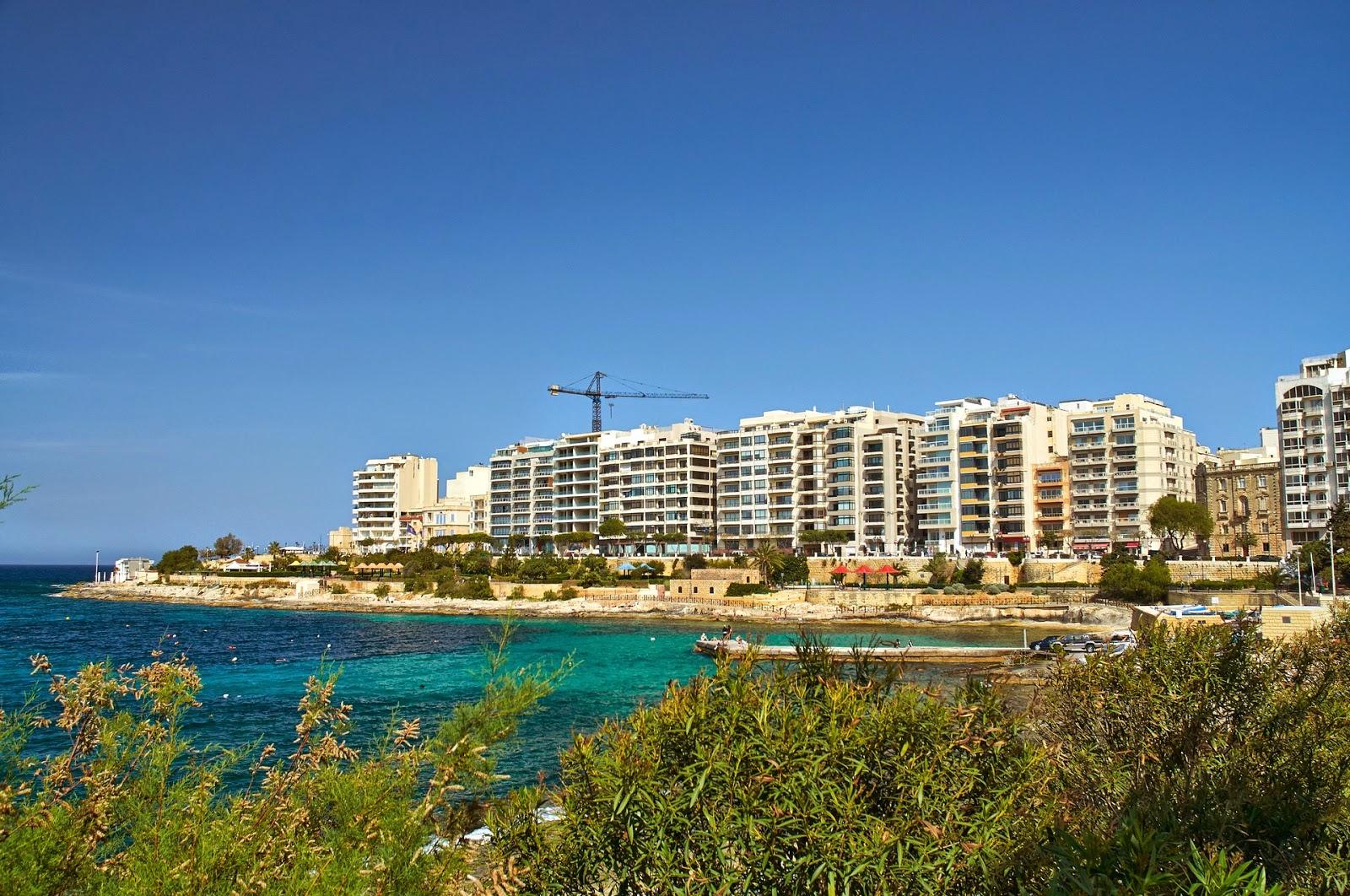 promenada nad brzegiem morza Malta St.Julian
