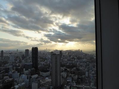 梅田スカイビル空中庭園展望台から望む360度のパノラマビュー