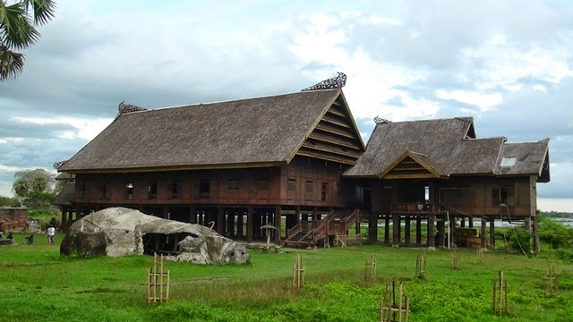 Rumah adat sulawesi Saroja / Sallasa