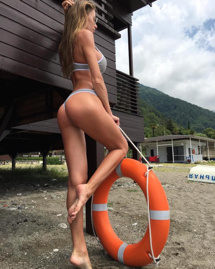 fitness model Russian Anastasia Skyline