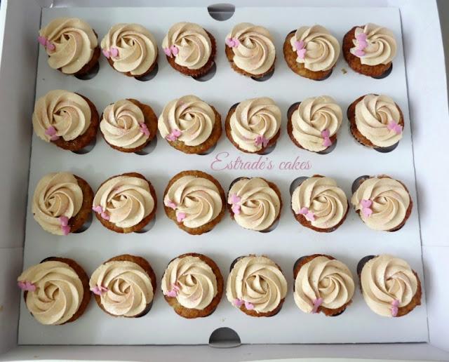 Cupcakes de plátano con crema de dulce de leche 3
