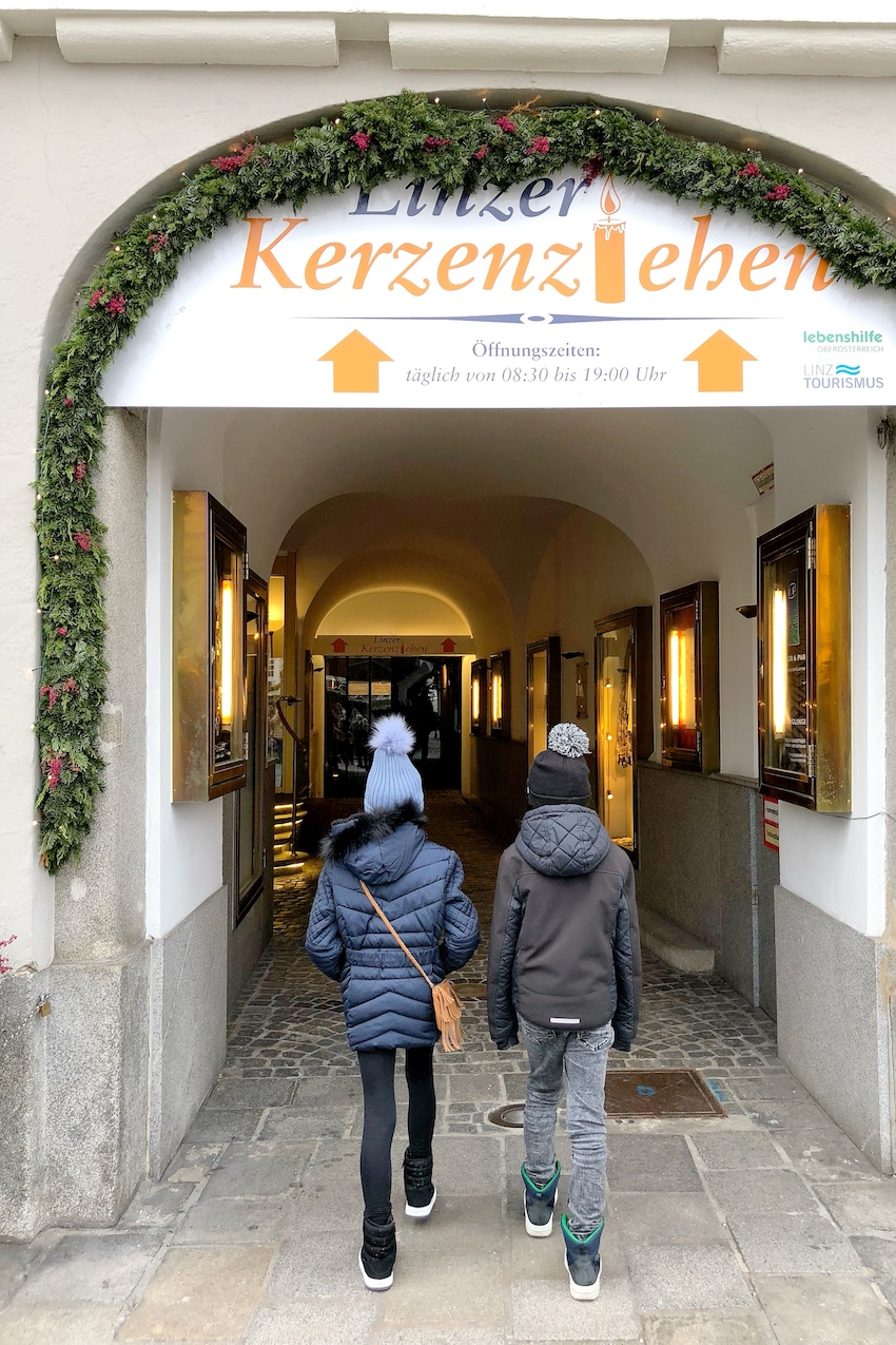 Eingang zum Linzer Kerzenziehen über den Hauptplatz