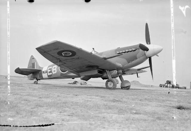 aircraft_of_the_royal_air_force-_1939-1945-_supermarine_spitfire-_ch12726a-jpg.jpg