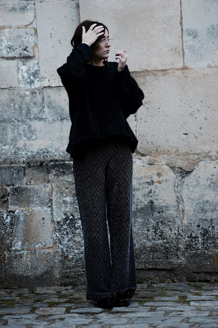 look women femme outfit ootd style streetstyle grey glitter christmas love like winter blog blogger fashion