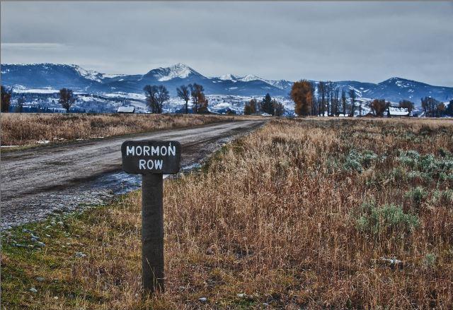 Mormon Row, com as montanhas Teton ao fundo.