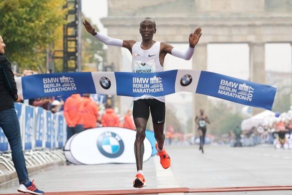 Kipchoge detiene el crono en 2:03:31 en la Maratón de Berlín