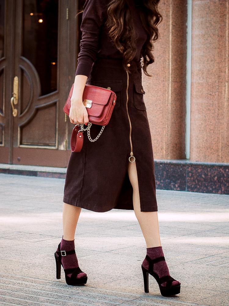 diyoras notes fashion blogger brown midi skirt asos heels and socks
