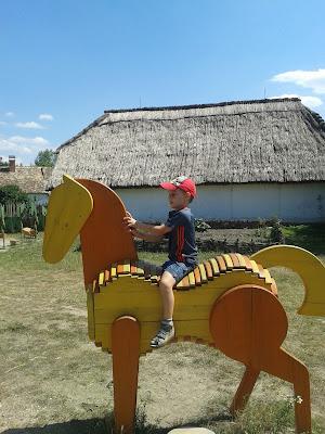 Vidéki élmények: lovaglás