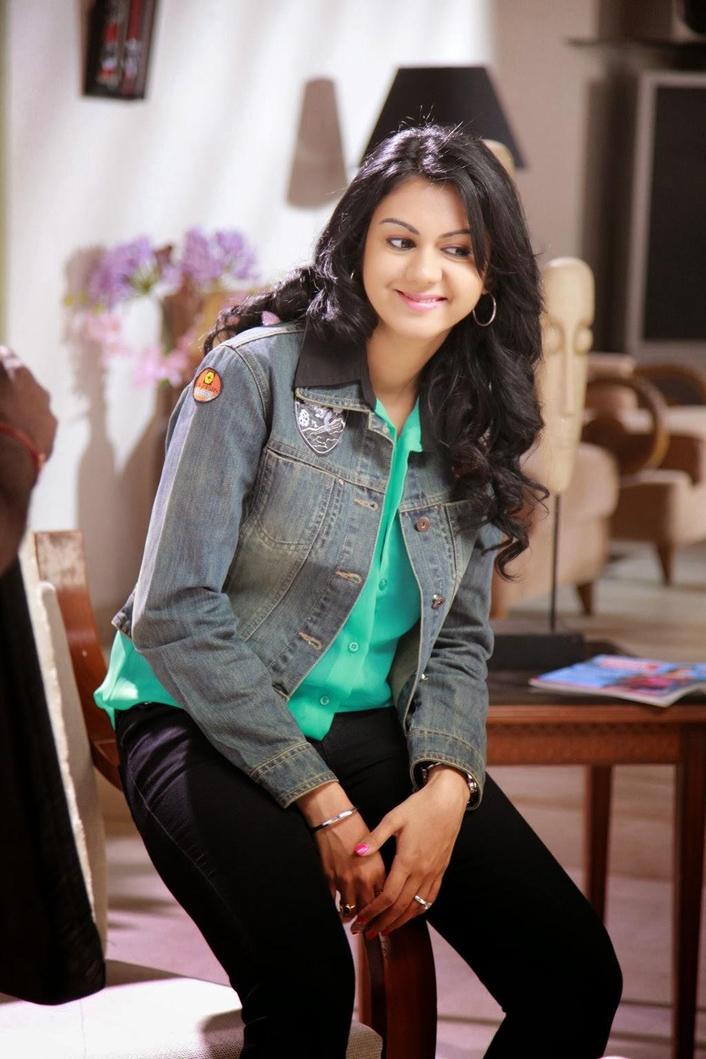 Kamna Jethmalani Veediki Dookudekkuva Hot Stills - Latest Movie