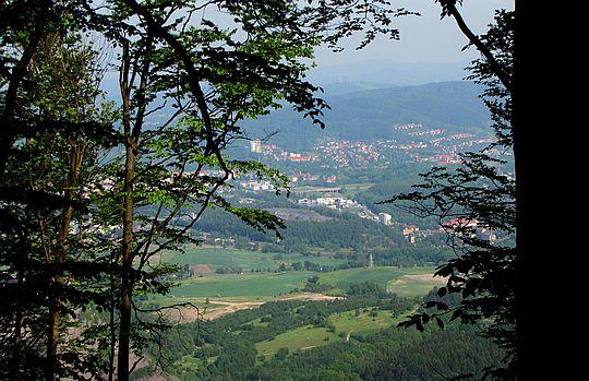 Widok na Wałbrzych ze szlaku.