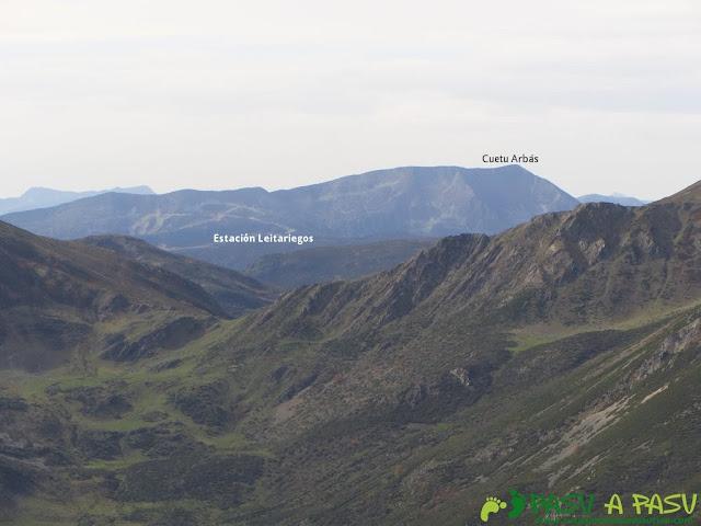 Vista del Cueto Arbas desde el Pico Mocoso